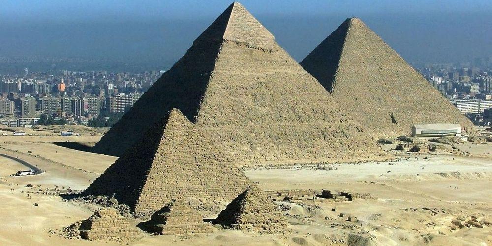 Les pyramides de Gizeh symbole de l'Égypte ancienne